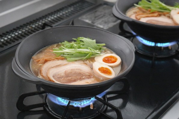 食べてる途中で冷めない食器 直火調理がそのまま食卓へ!