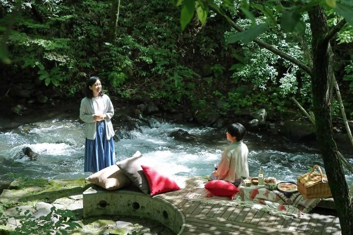 森でのびのびピクニック 季節に合わせたおもむきを楽しんで