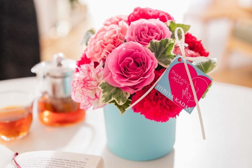 エディブルフラワーを使った華やかなケーキ 母の日に合わせた「花雫」