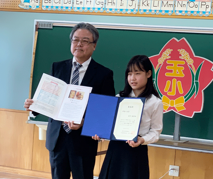 「弁当の日おいしい記憶のエピソード」の表彰式の様子が「沖縄タイムス」と「琉球新報」に掲載されました