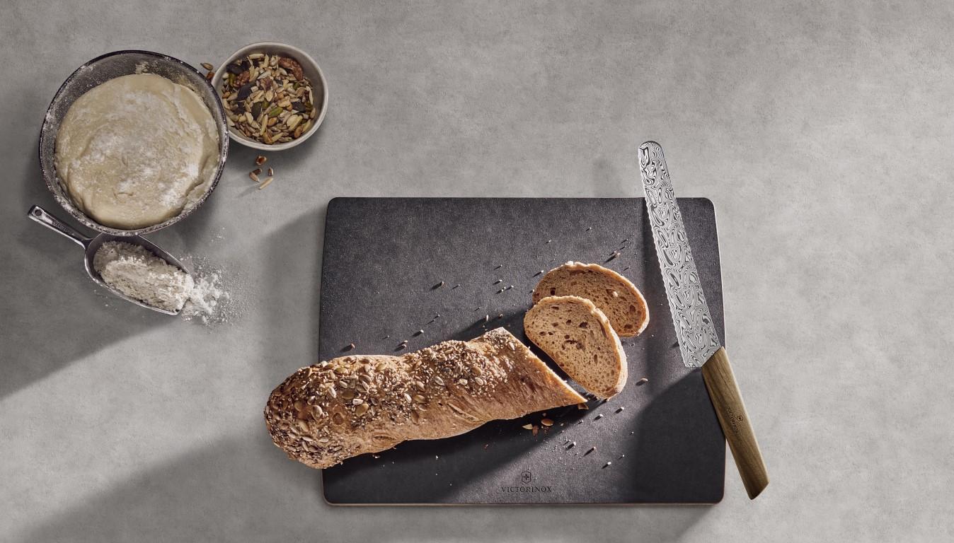 ダマスカス鋼のキッチンナイフ 日本では30本のみの限定販売
