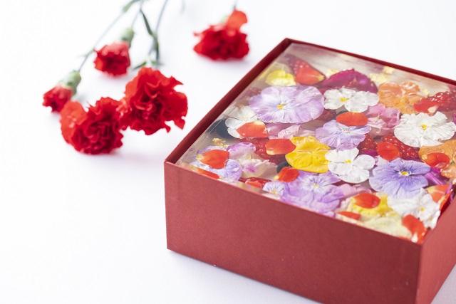 まるで花束のようなスイーツ! 母の日限定「いちごとお花のババロワ」