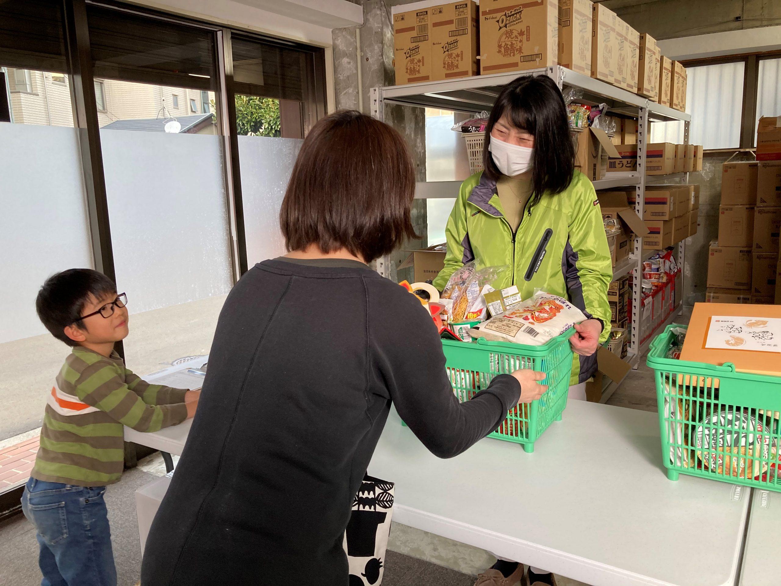 食品配布の拠点を拡大 ひとり親家庭のフードバンク