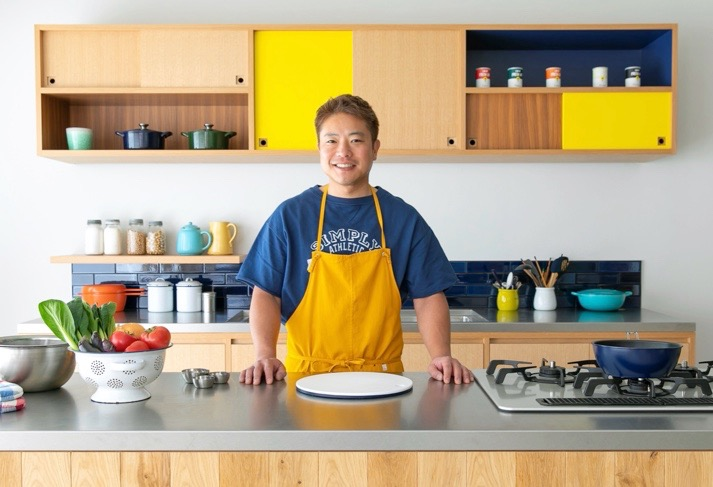 子どものころからキッチンに気軽に立とう! 栗原心平氏の子ども向けオンライン料理教室