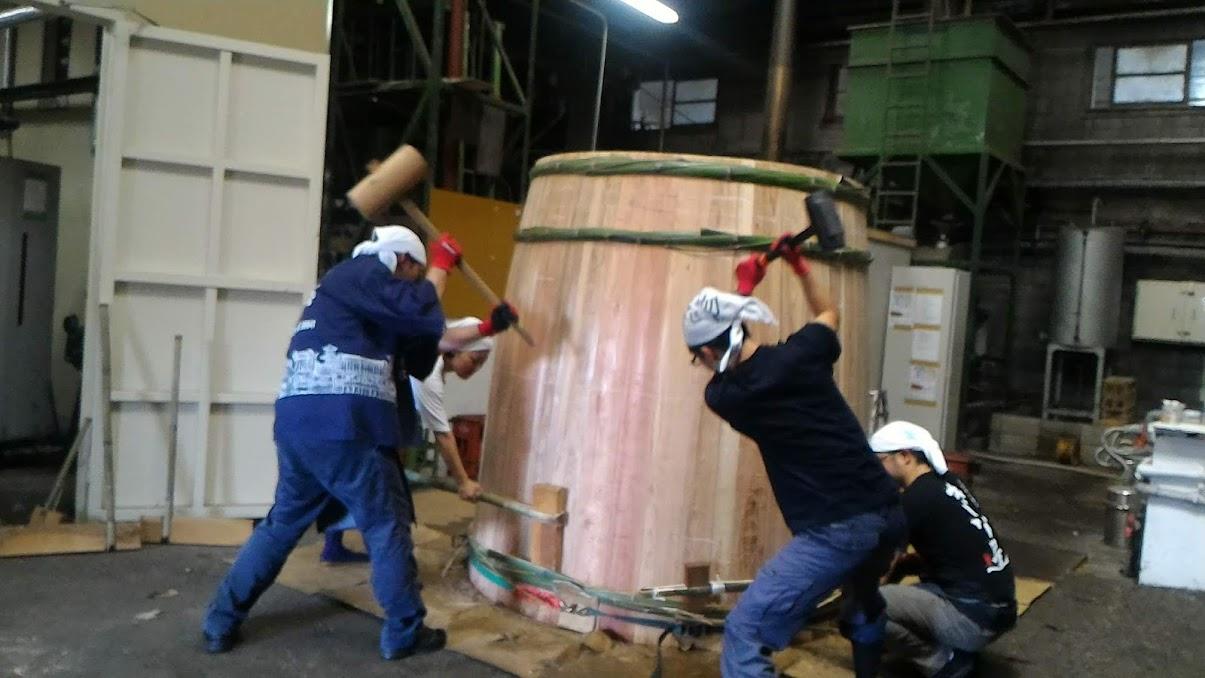 伝統的な木桶仕込みを目にするチャンス サステイナブルなしょうゆ造り