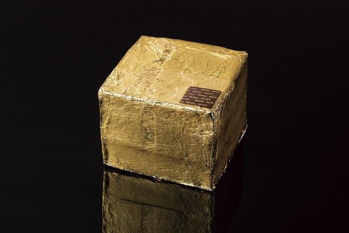 「寅」をイメージしたきらびやかな年越しケーキ 大みそかと三が日の限定販売